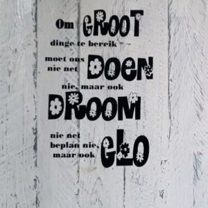 Wooden Quotebord – Om Groot Dinge Te Bereik (whitewashed Grey]